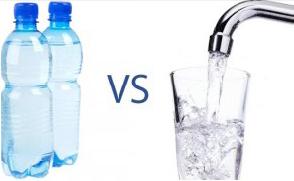 bere acqua in bottiglia o rubinetto